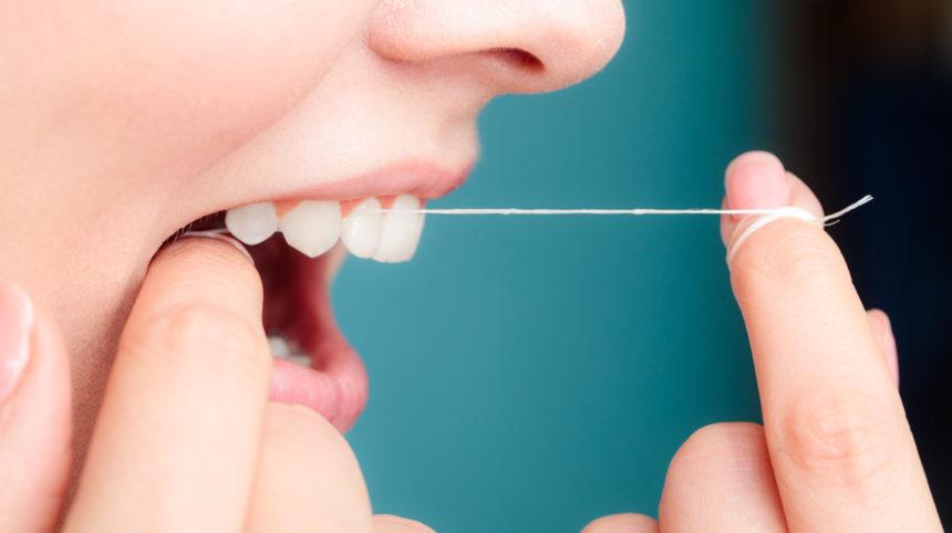 Wie säubere ich die kritischen Zahnzwischenräume am besten?